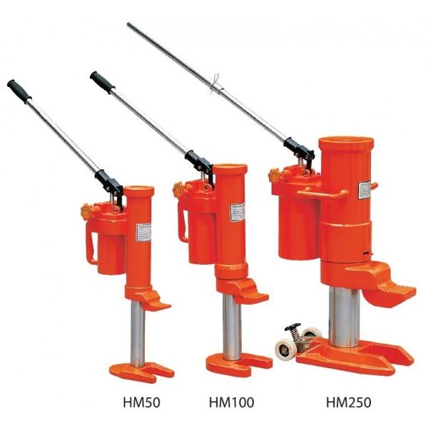 Cric monobloc à patte Charge admissible (Kg) 5000 Poids (Kg) 25 Référence HM50 Hauteur élévation tête (mm) 368 - 573 Hauteur élévation patte (mm) 25 - 230