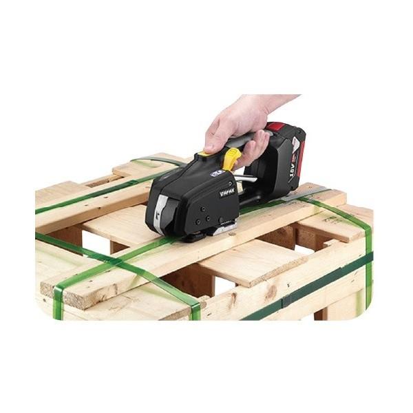 Tendeur à batterie - cerclage feuillard plastique Poids (Kg) 3.6 Référence ZP90 Largeur (mm) Feuillard 9 à 13 Nbre de cycle avec charge 780 Plage de tension (Kg) 15 à 120 Epaisseur feuillard (mm) 0.45 à 0.85 Dimensions (LxlxH) en mm 330x150x125